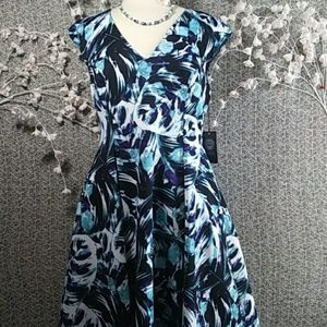 Vince Camuto Dresses - NWT Vince Camuto Abstract Floral Fit & Flare